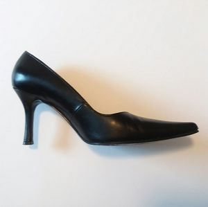Black Leather Pointed Toe Heels Size 7 ☄GUC☄